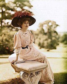 1906 Lady Helen Vincent by Lionel de Rothschild (Rothschild archives)