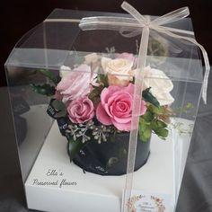 엘라의 프리저브드플라워 . . 출산한 와이프를 위한 #출산기념 #축하선물 ~ 조리원으로 보내드렸어요^^ #오래오래 예쁘게 보셔요 _ 고급 꽃선물로 추천드려요 . #preservedflower #プリザーブドフラワー #flowerkorea #flowers #flowerstagram #センターピース #센터피스 #출산선물 #결혼기념일 #결혼기념일선물 #출산기념 #프렌치스타일 #フレンチ #french #프리저브드플라워 #꽃스타그램 #플로리스트 #プリザーブドフラワー #시들지않는꽃 #시들지않는생화 #花 #프리저브드 #꽃스타그램 #엘라의프리저브드플라워 #고급꽃선물 #고급선물 #centerpiece #테이블데코 #인테리어 #고급인테리어소품