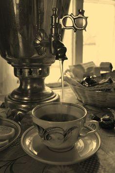 Samovar Russian Tea, World Thinking Day, Tea Culture, Cuppa Tea, Tea Service, Nature Crafts, Oclock, V60 Coffee, Mug Cup