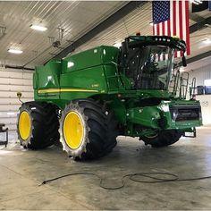 Geen fotobeschrijving beschikbaar. Old John Deere Tractors, Jd Tractors, Case Tractors, John Deere Equipment, Heavy Equipment, Tractor Decor, John Deere Combine, Modern Agriculture, Farm Images