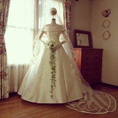 シンプルなのが、最高にゴージャス!花嫁を輝かせる『セツコアオキ』のドレス♡にて紹介している画像