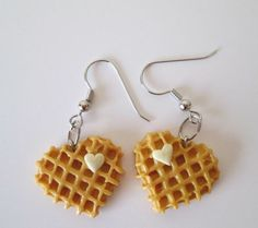Earrings In Style waffle earrings (complete with heart-shaped butter). - Wear your carbs on your sleeve. Weird Jewelry, Cute Jewelry, Jewlery, Diy Jewellery, Trendy Jewelry, Funky Earrings, Diy Earrings, Earrings Handmade, Dangle Earrings