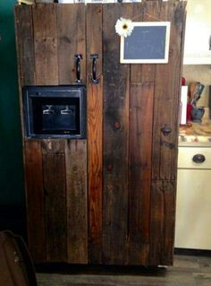 Homebrewing storage Cant afford a new refrigerator No worries. Give it a Rustic Makeover with pallet wood. Refrigerator Decoration, Refrigerator Makeover, Paint Refrigerator, Refrigerator Wraps, Refrigerator Covers, Fridge Decor, Shabby Chic Kitchen, Rustic Kitchen, Kitchen Ideas