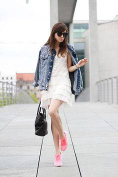 Dress: ZARA / Sneakers: Nike / Jacket: Style by Marina / Bag: Phillip Lim / Sunnies: Celine (image: stylescrapbook) Only Fashion, Star Fashion, Fashion Trends, Skirt And Sneakers, Neon Sneakers, Zara Sneakers, Sneakers Fashion, Pumped Up Kicks, Zara Dresses