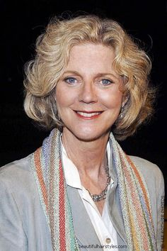 Blythe Danner in Bob Hair Style with Strong Waves and Very Chunky Sections - Beautiful Hairstyles
