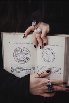 Wicca and Witchcraft P24 It is not necessary to belong to a coven, and many Wiccans don't. Some prefer to work on their own. These witches are called Solitary Practitioners.