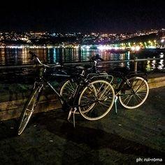 Biciclettate in notturna! 🚲🌛🚲 #passeggiate  #naples #PasseggiateNapoletane #lungomare #Napoli #cycling #cycle #urban #giro #giroitalie #Italia #steelbikes #singlespeed #fixedgear #cycle #lungomarecaracciolo #fotografoitaliano #p3cycles #bicicletta #fixie #roadbike  #streetphotographer #spring #summer #architecture #graphic #design #ruiromaĀ