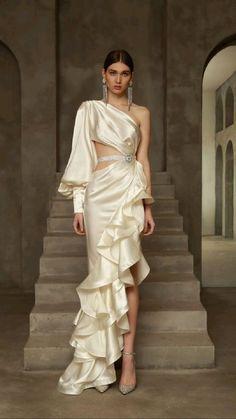 Wedding Dress Bustle, Wedding Evening Gown, Indian Wedding Gowns, Dream Wedding Dresses, Designer Wedding Dresses, Amy, Fairytale Dress, Weird Fashion, Dressing