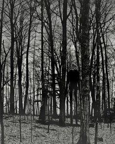 La simplicidad de estas imágenes las hacen realmente aterradoras, hay algo en ellas que te hiela la sangre, impidiendo que voltees a ver si hay alguien o algo detrásde ti, no apagues la luz, no sabes lo que puedas estar invitando a entrar… O_O