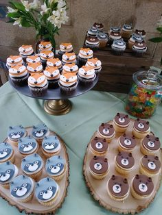 Woodlands Dessert Ideas: Fox Cookies, Bear Cakes and More! Woodlands Dessert Ideas: Fox Cookies, Bear Cakes and More! Woodlands desserts and goodies are the icing on the cake of a good Woodlands party. Comida Para Baby Shower, Enchanted Forest Party, Fox Cookies, Bear Cakes, Savoury Cake, Cupcake Toppers, Cupcake Fondant, Fondant Toppers, Oreo Cupcakes
