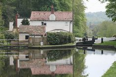 Hyde Lock, Staffordshire & Worcestershire canal, Kinver. Birmingham Canal, Moving To New Zealand, Beside Still Waters, Narrow Boat, Lakeside Living, Living In England, British Countryside, Canal Boat, West Midlands