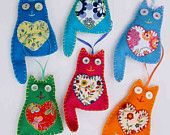 Articoli simili a Felt cat ornaments, set of 3, bright colours su Etsy