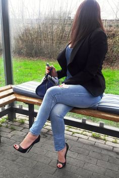High Heels Outfit, Dress And Heels, Classy Outfits, Beautiful Outfits, Denim Fashion, Womens Fashion, Sexy Legs And Heels, Sexy Jeans, Denim Outfit
