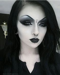 Gothic make-up ideas for the Morticia Addams in you Gothic Makeup Ideas for the Morticia Addams in You Gothic Gothic Makeup, Dark Makeup, Fantasy Makeup, Nu Goth Makeup, Natural Makeup, Makeup Inspo, Makeup Art, Makeup Inspiration, Eye Makeup