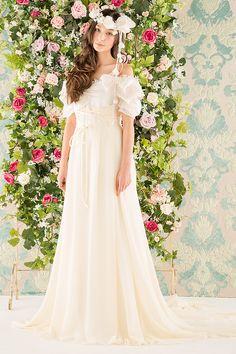ドレスマニア N0014 ロマンティックなテクスチャーとミューズのような2トーンカラーのウェディングドレス