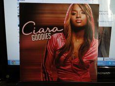 Esse disco da Ciara eu comprei por vários motivos. Primeiro, porque é muito barato (R$15,00), segundo porque a capa é linda, e terceiro porque marcou minha chegada no ensino médio, ouvi muito as músicas da Ciara em 2005 e 2006! Goodies e o The Evolution também ;-)