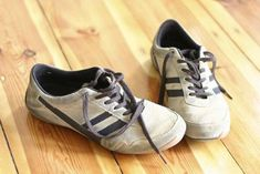 Place a satchel of coffee grounds in smelly shoes to absorb odor: 20 uses for coffee grounds Smelly Shoes, Uses For Coffee Grounds, Diy Cleaning Products, Cleaning Supplies, Canning, Lightbulb, Beauty Stuff, Nifty, Reuse
