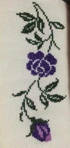 Really nice Cross-Stitch towel flower pattern. Just Cross Stitch, Cross Stitch Borders, Cross Stitch Flowers, Cross Stitch Designs, Cross Stitching, Cross Stitch Embroidery, Embroidery Patterns, Hand Embroidery, Cross Stitch Patterns