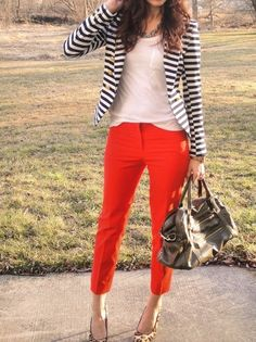Red Pants + Striped Blazer, what a classic look! Striped Blazer Outfit, Red Pants Outfit, Look Blazer, Blazer Outfits, Casual Outfits, Cute Outfits, Fashion Outfits, Womens Fashion, Striped Jacket