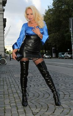 Leather Tights, Leather High Heel Boots, Crazy Outfits, Hot Outfits, Leder Outfits, Skirts With Boots, Fashion Tights, Sexy Blouse, Leather Mini Skirts
