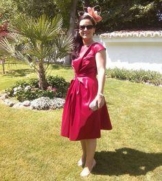 Aranzazu con vestido rojo de Amaya Arzuaga - Alquiler de vestidos y accesorios - Vestidos de alquiler de fiesta - Dresseos