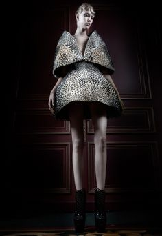 Iris Van Herpen printed dress from Voltage Haute Couture 2013 collection. Geometric Fashion, 3d Fashion, Weird Fashion, Editorial Fashion, Fashion Design, Gothic Fashion, Fashion Ideas, Structured Fashion, Givenchy