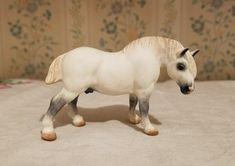 Custom G1 Draft Horse Stablemate by Linda Elkjer.