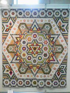 Il Castello di Stoffa: hexagons, hexagons, hexagons. By Noriko Kido
