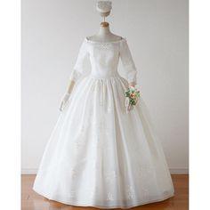 【robe_de_mariee_setsuko_aoki】さんのInstagramをピンしています。 《#robedemarieesetsukoaoki #setsukoaoki #wedding #dress #weddingdress #bride #silk #couture #instafashion #fashion #headpiece #instawedding #instagood #madebyhand #simple #noble #embroidery #cherryblossom #セツコアオキ #ウェディングドレス #シルク #結婚式 #ドレス #花嫁 #原宿 #プレ花嫁 #オフショルダー #オーガンジー #桜 #刺繍》