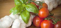 tomates manjericão e alho