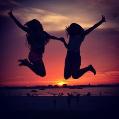 best friend picture (: doin this with my best friends when we go to the beach for SB! :)