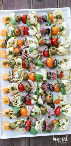 Antipasto Kabobs – easily my favorite summer appetizer. Not only do they taste b… Antipasto Kabobs – easily my favorite summer appetizer. Not only do they taste beautiful, but they look quite impressive too. - Everything About Appetizers Yummy Appetizers, Appetizer Recipes, Tailgate Appetizers, Antipasto Recipes, Tailgating, Antipasto Kabobs, Antipasto Skewers With Tortellini, Healthy Snacks, Healthy Eating