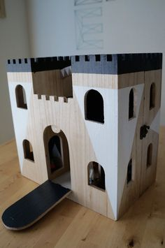This year I made a lot of my kid's christmas presents myself. Including this castle. It's almost unbelievable how cheap it was.