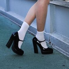 Imagem de shoes, grunge, and style Dr Shoes, Me Too Shoes, Shoes Heels, Heels With Socks, Pink Shoes, Black Socks, Crazy Shoes, Aesthetic Shoes, Aesthetic Clothes