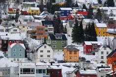 the-norwegian-colorful-houses-on-hillsides-in-tromso-Norway-1600x1062.jpg (1600×1062)