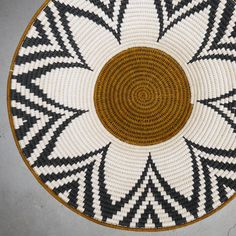 Gallery Grade sisal handmade basket by Tintsaba in Swaziland. - Gallery Grade sisal handmade basket by Tintsaba in Swaziland. Basket Weaving Patterns, Tapestry Crochet Patterns, Tapestry Bag, Knitted Bags, Bead Crochet, Crochet Projects, Handmade Rugs, Handmade Crafts, Doilies Crochet