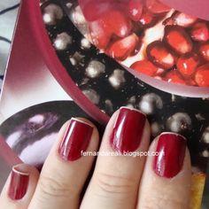 Esmalte Risqué Vermelho Pura Luxúria, cor vibrante e sexy.     http://www.fernandareali.com/2011/03/pura-luxuria-risque-vermelho-denso-e.html