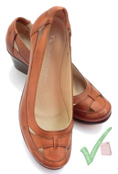 Honeymoon Leather Shoes (Bronze Brown) specification: Heel Height 5 -Order her. Shoes Flats Sandals, Shoe Boots, Pretty Shoes, Beautiful Shoes, Comfy Shoes, Comfortable Shoes, Mode Shoes, Vintage Shoes, Leather Shoes