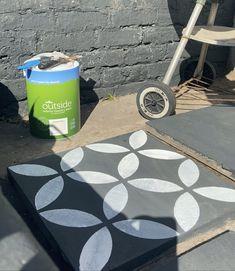 Stencil Concrete, Painting Concrete, Concrete Tiles, Patio Slabs, Patio Tiles, Diy Patio, Backyard Patio, Concrete Garden Bench, Patio Bench