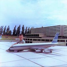 Toronto Int'l Airport's old Terminal Toronto Airport, Space Crafts, Good Times, Past, Architecture, Fun, Arquitetura, Spaceships, Past Tense