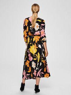 Blumenprint midikleid | SELECTED Mode Plus, Mi Long, Mannequin, Neue Trends, Wrap Dress, Pink, Silhouette, Selected Femme, Dresses