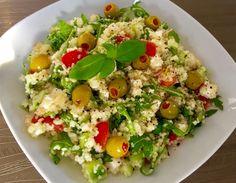 Sałatka z kaszą kuskus, serem feta i rukolą - Blog z apetytem Raw Food Recipes, Salad Recipes, Healthy Recipes, Appetizer Salads, Appetizers, Vegetable Salad, Food Design, Chicken Salad, Potato Salad