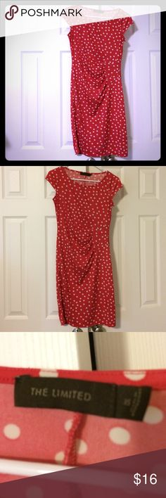 The Limited stretchy midi polka dot dress Who doesn't love a stretchy, figure-flattering, wrinkleproof dress? Bright pop of color will get you compliments. Gathered in all the right places. Size is XS but I am M and it fits me perfectly. Therefore listing as an M. Would work for XS, S, and M. Price is firm; I don't accept offers. No trades. Bundle and save! The Limited Dresses Midi