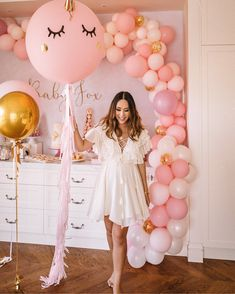 These Baby Shower Decorations and Ideas Are All the Rage in 2018 Decoracion Baby Shower Niña, Idee Baby Shower, Unicorn Baby Shower, Simple Baby Shower, Girl Shower, Baby Shower Games, Vestidos Para Baby Shower, Maternity Dresses For Baby Shower, Baby Shower Outfits