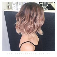 42 Trendy Rose Gold Blonde Hair Color Ideas - rose gold hair highlights, rose go. Short Hairstyles For Thick Hair, Short Hair Styles, Brown Blonde Hair, Rose Gold Blonde, Rose Gold Balayage, Blonde Ombre, Blonde Color, Rose Hair, Dye My Hair