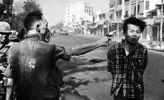 """General Nguyen Ngoc Loan executing a Viet Cong prisoner in Saigon"" by Eddie Adams - Buscar con Google"