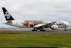 Richard Armitage on the airplane in NZ. I mean literally, his face is ON the FREAKING AIRPLANE.
