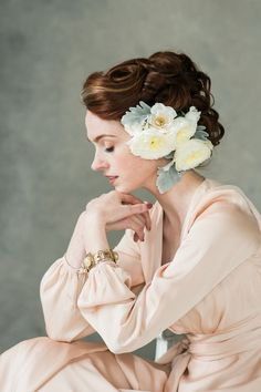 This oh-so-romantic fine art bridal shoot was inspired by the paintings of the Dutch masters. In a soft and airy palette of jade and peach, and with lush florals, it is an exquisite vision of modern vintage and a true celebration of Spring. Bridal Poses, Bridal Photoshoot, Bridal Shoot, Bridal Portraits, Photoshoot Vintage, Bridal Gown, Photoshoot Ideas, Vintage Veils, Chic Vintage Brides
