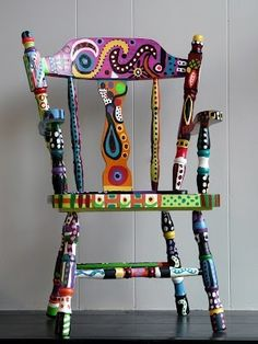 Insanely chic creative and colorful upcycling furniture projects - Creative Upcycled Furniture Whimsical Painted Furniture, Hand Painted Chairs, Hand Painted Furniture, Funky Furniture, Colorful Furniture, Paint Furniture, Repurposed Furniture, Furniture Projects, Furniture Makeover