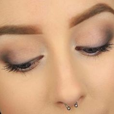 39 Easy Eyeshadow Looks - Simple Smokey Eye - Natural And Simple Step By Step Tutorials on How to Apply to the Brows and Lashes - Makeup Tricks, Make up for Eyebrows, and Beauty looks Similar to Linda Hallberg - https://www.thegoddess.com/eyeshadow-tutorials-for-beginners/